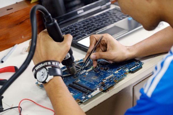 sửa laptop quận 8 sử laptop vào nước chuyên nghiệp